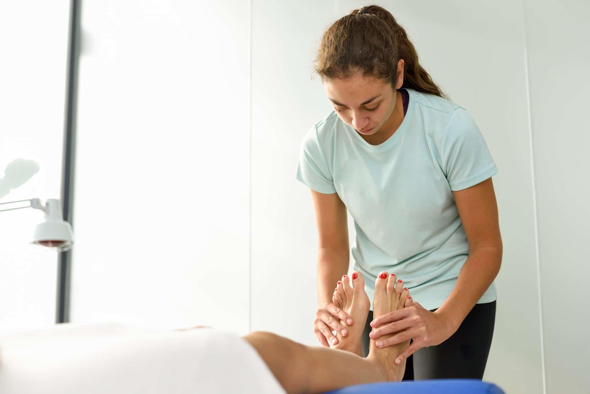 Ein kompletter Leitfaden für die Fußreflexzonen-Selbstmassage - DIY Fußreflexzonenmassage