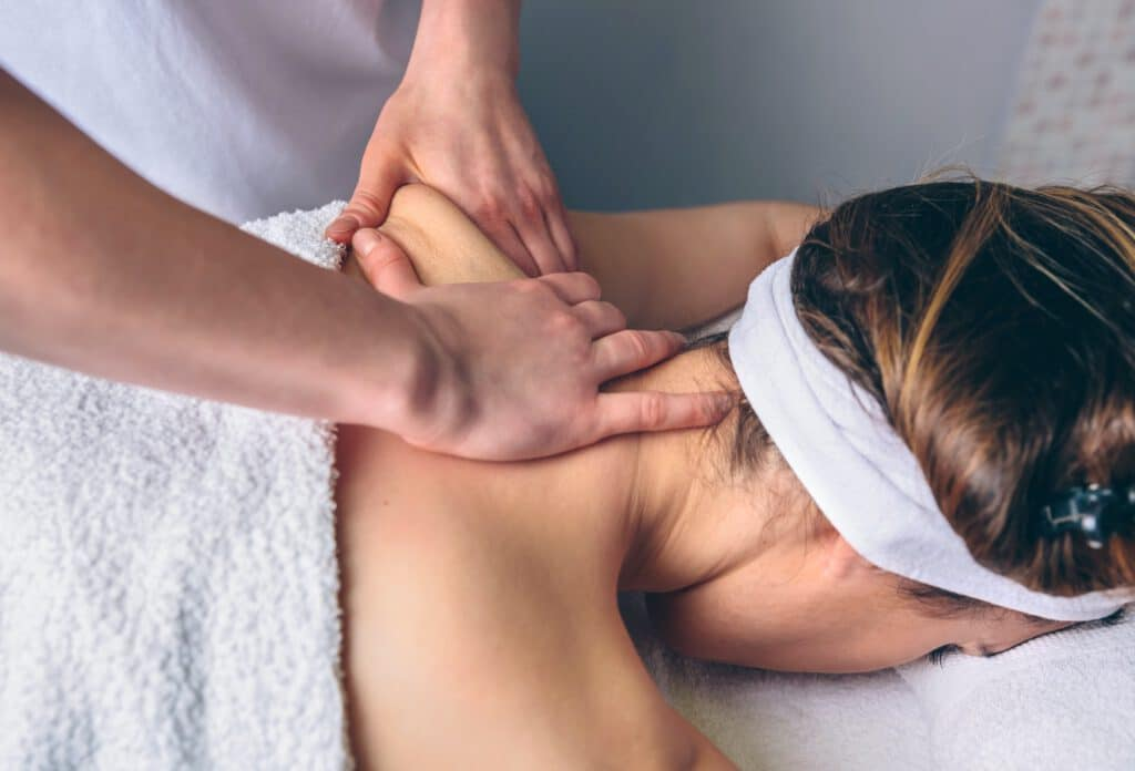 Die Massagetherapie kan bei verschiedene Arten von Schmerzen helfen.