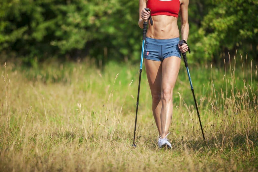 Beim Nordic Walking beanspruchst etwa 600 Muskeln