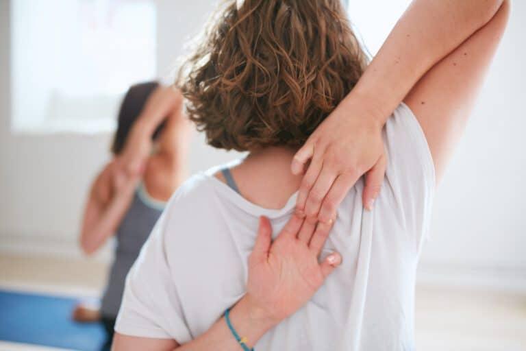 Yoga gegen Schulterschmerzen