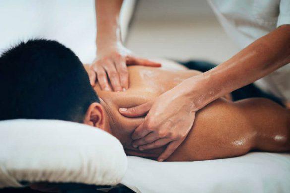 Massagetherapie. Massage ist eine physiotherapeutische Therapiemethode gegen Rückenschmerzen